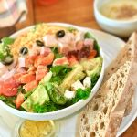 頑張るあなたのカラダにご褒美を♡お手頃【サラダ専門店】3選!のサムネイル画像